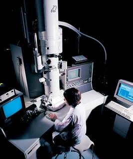 写真「透過型電子顕微鏡」