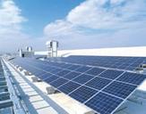 換気用煙突ソーラーチムニーと太陽発電パネル